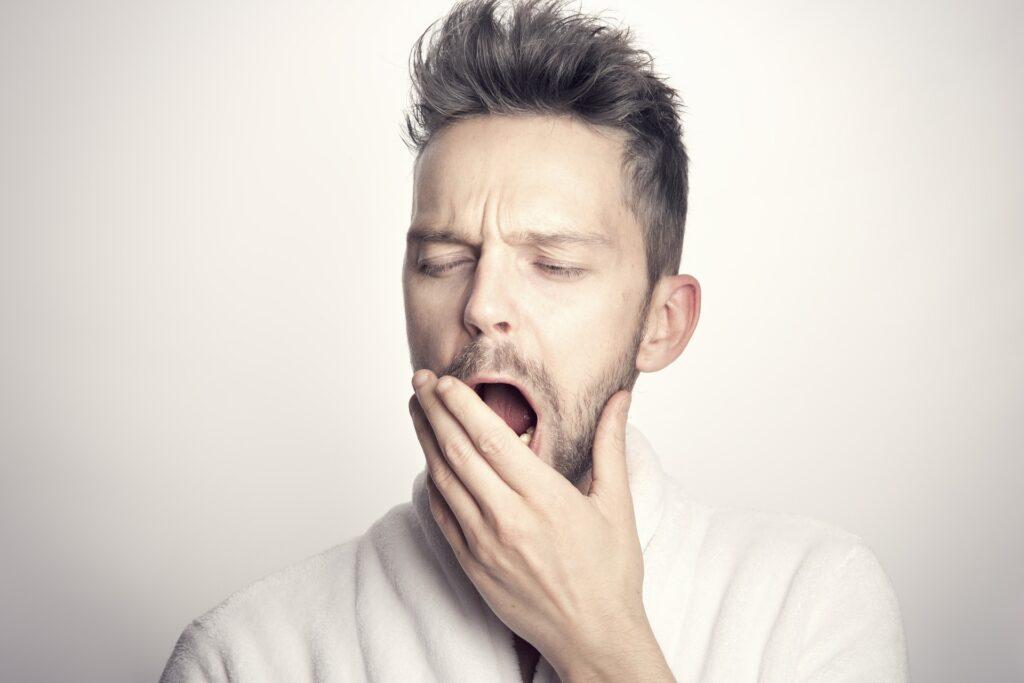 Časté zívání a neustálá únava mohou značit potíže s ledvinami.
